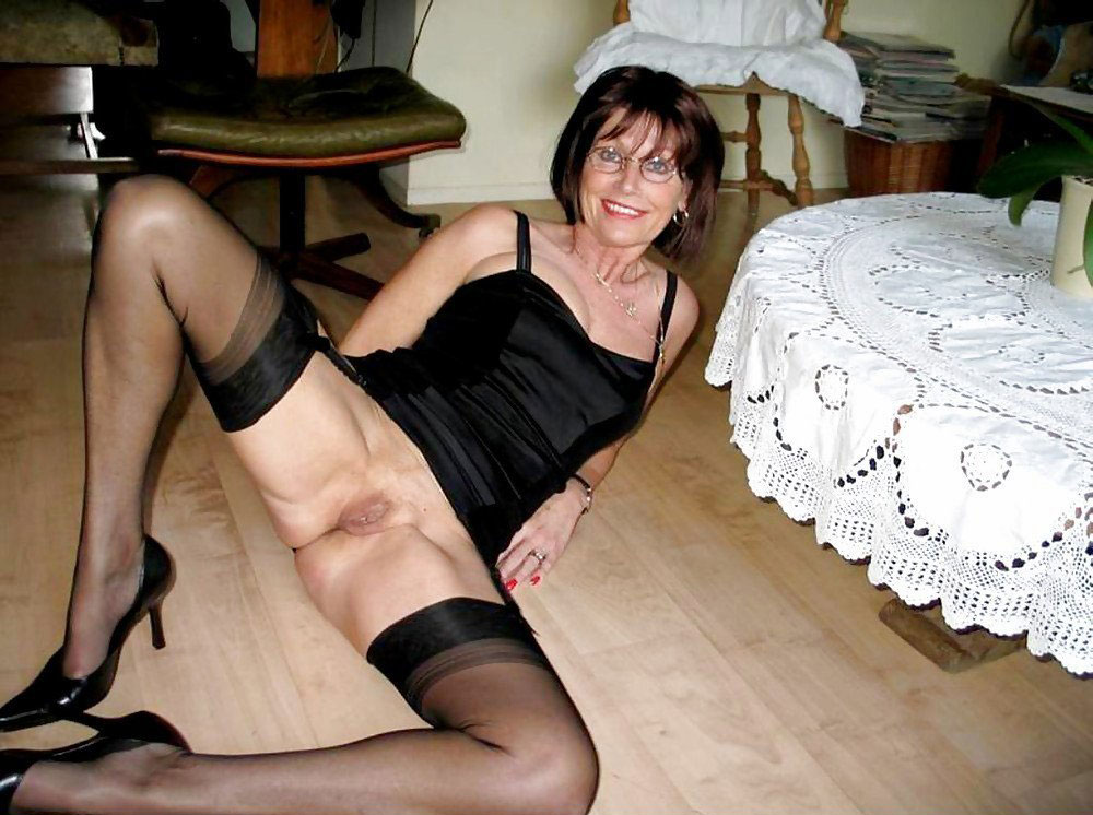 Free stockings and mature women pictures